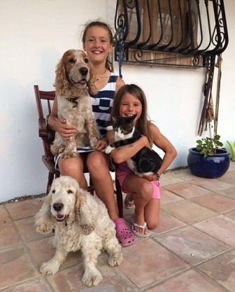 Pet-friendly family house-sitting