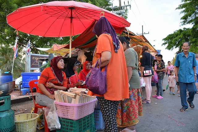 Community-based tourism in the markets of Thailand