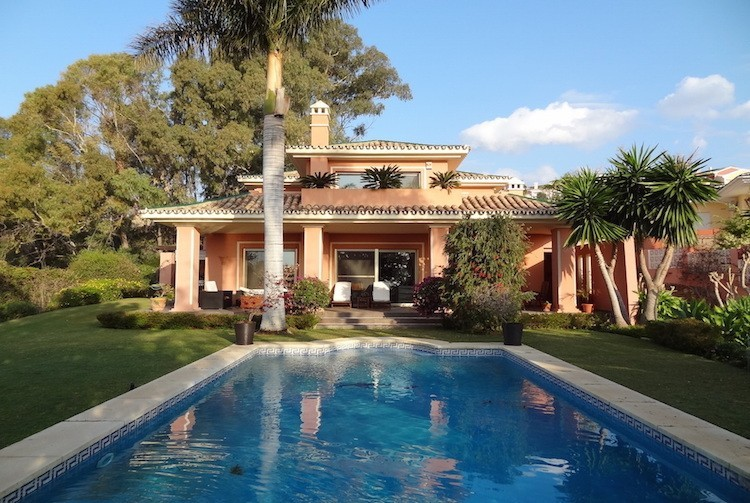 Stunning Mediterranean villa with pool in Marbella Spain housesitting