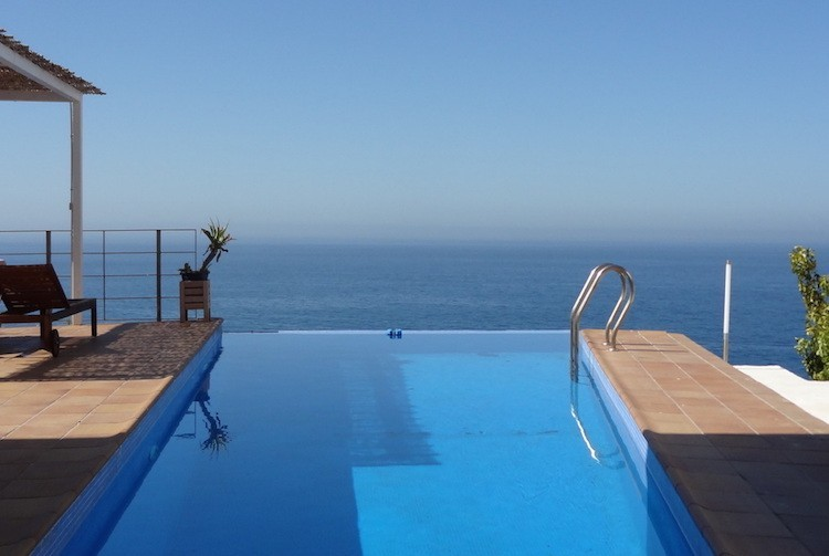 Infinity pool looking out to see on the South coast of Spain housesitting