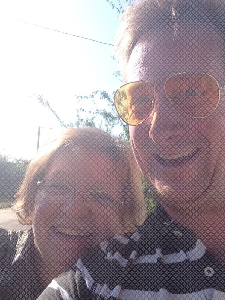 homeowner Tina and housesitter Edward meet and take a selfie