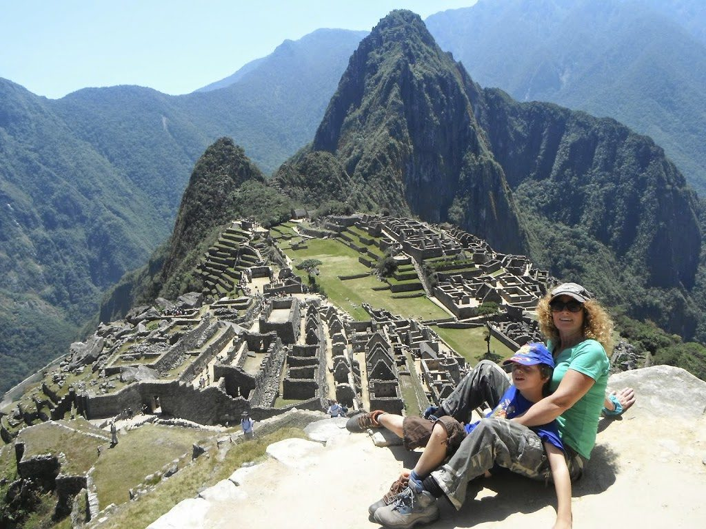 travel in Peru, Louis and his mum in Machu Picchu