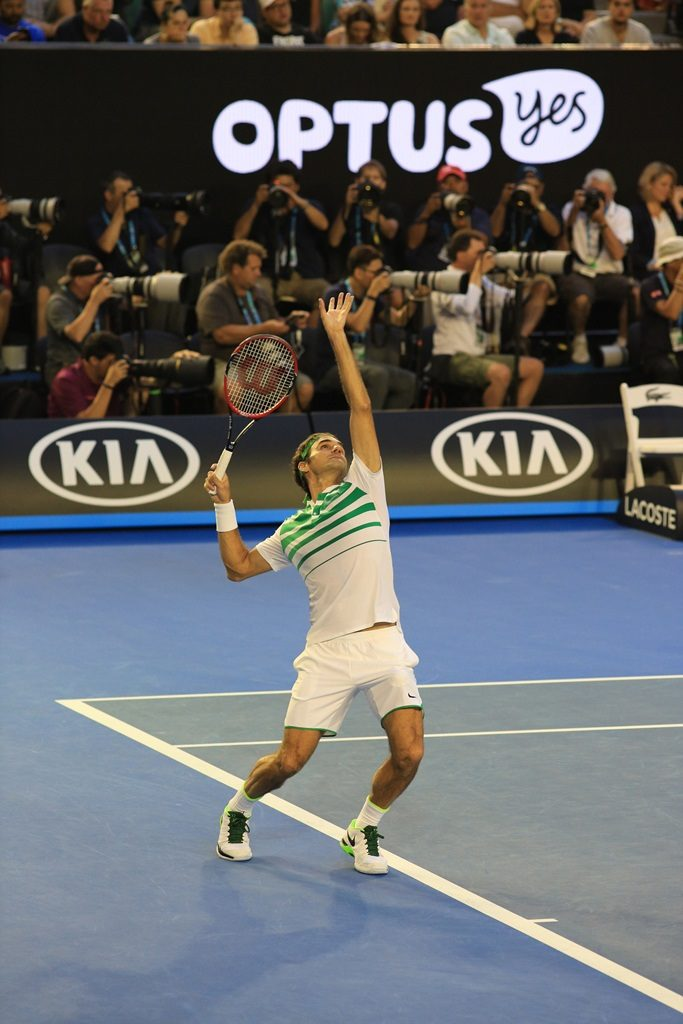 Federer serving to stay in the 2016 semi final
