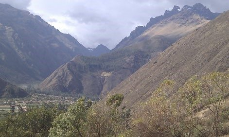 house-sitting in the valley of Peru with stunning views