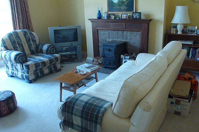 Furnished living room in Durham housesit