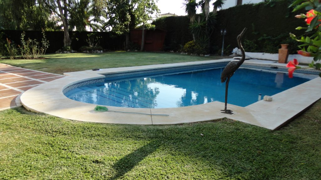 Marbella housesitting with pool