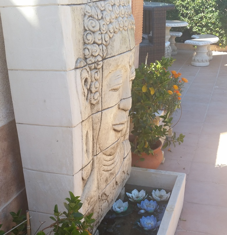 TeresaKrelle Orihuela SPAIN Vertical Stone Flower pot - crop