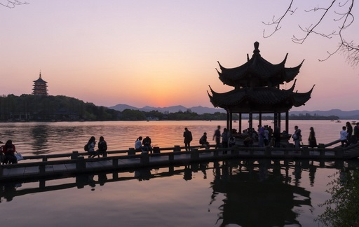 Sunset at Leifing Pagoda petsit in Beijing and see the Xihao Pavillion